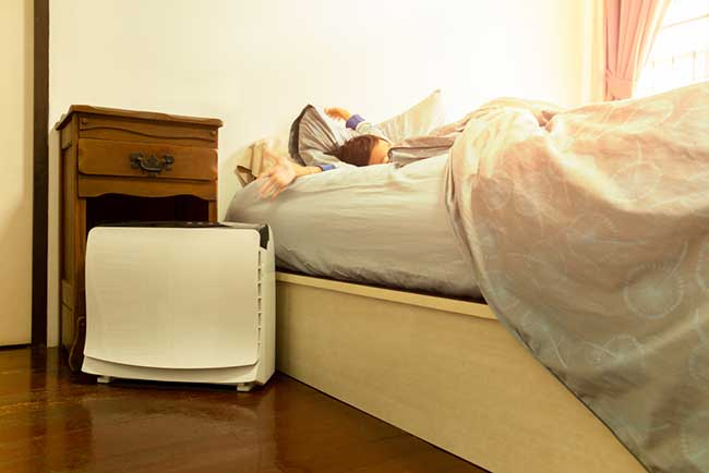 Sleeping with humidifier stops snoring